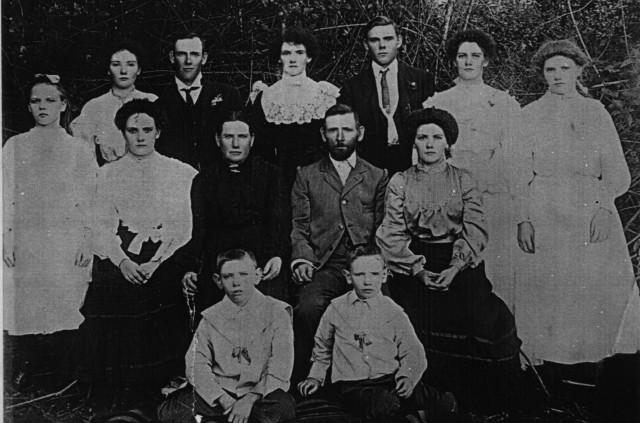 R to L (Back Row): Edie, May, George, Maud, Jack, Maggie, Florrie R to L: (Front Row): Ivy, John, Elizabeth, Pat and Bill.